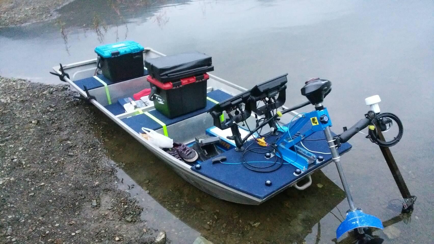 ハーツマリン ECHOMAP 2台をジョンボートにセッティング